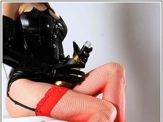 Ich bin Domina mit Leidenschaft und bevorzuge es dich eher mit leisen Tönen, sinnlich und erotisch zu verführen und zu führen. Tritt ein in meine Welt des BDSM und meiner weiblichen Dominanz! Authentisch, natürlich, verantwortungsbewusst und versiert , wird der ergebene und anspruchsvolle Sklave bei einer hocherotischen Domina, seine Träume und Fetische in allen Bereichen der Kunst des SM erleben und durchleben. Mein besonderer Faible ist KLINIK! ... das Spiel deiner Ärztin nehme ich leidenschaftlich nur zu gerne an, und genieße es mit Raffinesse und experimenteller Freude deine Geilheit zu beobachten, und wenn nötig zu bestrafen. Wenn ich dich einer gründlichen Untersuchen unterziehe, dann liegt mir deine Genesung sehr am Herzen. Lass dich nicht täuschen von meinem netten Lächeln, denn ich liebe es meine Dominanz und meinen Sadismus in den verschiedensten Facetten auszuleben um immer authentisch dabei bleiben zu können. Durch meine langjährige Erfahrung werde ich den Anfänger, s