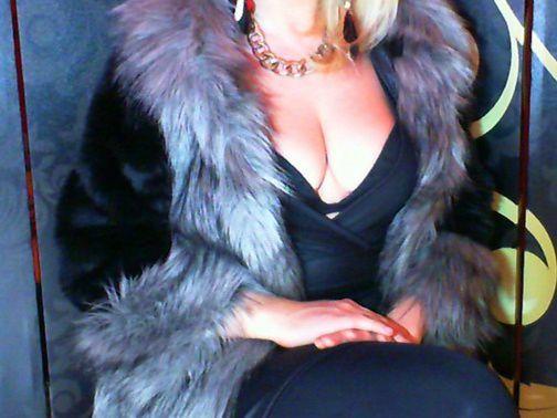 Ich bin...  Dein neuer Lebensinhalt!!! Ich bin eine echte Luxuslady und das Schönste und Wertvollste was du je gesehen hast! Ich bin das Besondere , das Unbezahlbare , Unnahbare , Aussergewöhnliche , Überwältigende , Göttliche und Athemberaubende! Ich bin sexy , klug , sadistisch , gebildet , jung , feurig , exotisch , authenthisch , characterstark , verwöhnt , anspruchsvoll , verspielt , einfühlsam und begehrenswert! Ich weiss was ich will und bekomms auch immer , ich mache Dich abhängig und süchtig nach mir! Erniedrigung und Macht stehen bei mir an oberster Stelle! Ich zeig Dir wo Dein Platz ist-ganz unten-zu Füssen der Göttin! Ewig hast Du davon geträumt Deiner vollkommenen Göttin zu begegnen und heute ist der grosse Tag an dem Du vor meinem Königreich kniest und um Einlass bettelst! Du bist der Loser der ohne mich nicht existieren kann! Du wirst mir verfallen und abhängig von mir , denn ich brauch Dich nicht , ich kann Dich jederzeit wegschmeissen!Aber Du brauchst mich-das wirst Du schon sehen!:D ICH-Dein neuer Lebensinhalt , werde Deinem Leben einen Sinn geben und Dich mit Stil und Klasse zu meinem ganz persönlichem Eigentum machen! Ich dulde keinen Wiederspruch und erwarte den Respekt der mir zusteht! Du wirst zu einem guten Geldsklaven erzogen und ein noch besserer werden! Ich werde Dich lehren was es heisst unterwürfig zu sein und die Bedürfnisse Deiner Göttin zu befriedigen! Wie ich das mache das wirst du schon sehen!