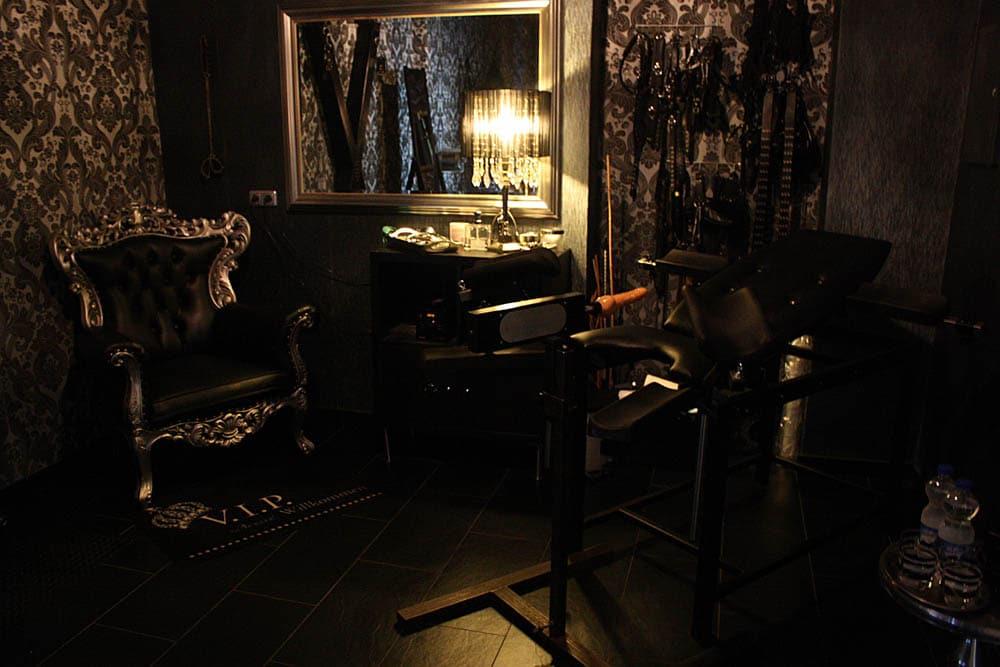 Das Dominastudio SM Art bietet BDSM und Fetish Erotik in Köln, Dominas, Bizarrladies, Klinikerotik und Studiovermietung in Köln, Cologne. Erlebe Sadomasochismus und Klinikerotik in Köln am Rhein. Dominas und Bizarrladies erziehen hier ihre Sklaven.